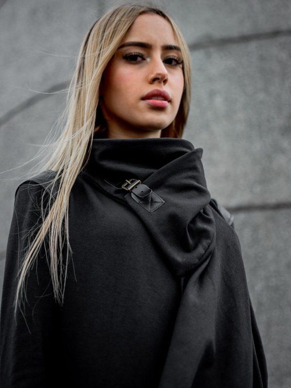 Hoodie Moscú Liviano Negro Mujer